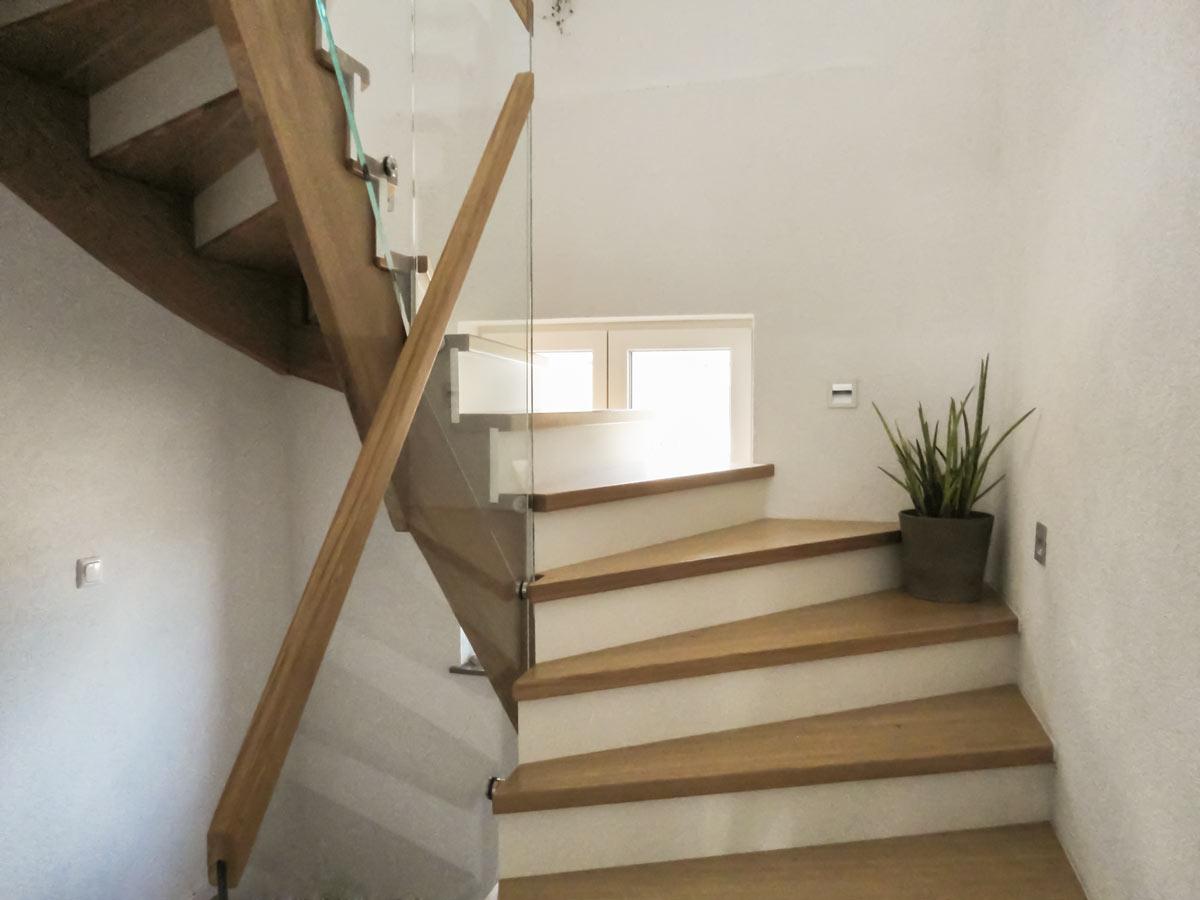aufgesattlete treppen herstellung tischler oesterreich c marco treppen. Black Bedroom Furniture Sets. Home Design Ideas