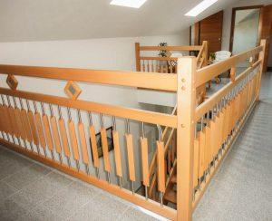 Geländer aus Buchenholz mit Sprossen aus Holz/Edelstahlkombination