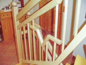 Geländer aus Buchenholz mit Zierglaselementen